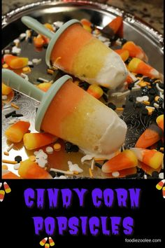 Halloween Desserts for Kids: Candy Corn Popsicles by Zully Hernandez of foodiezoolee.com Candy Recipes, Holiday Recipes, Holiday Foods, Halloween Desserts, Halloween Treats, Ice Cream Pops, Cupcake Cakes, Cupcakes, Frozen Treats
