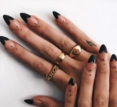 the deep french manicure is the official nail art of fall 50 Fancy Nails, Cute Nails, Pretty Nails, Nagellack Design, Nagellack Trends, Minimalist Nails, Stiletto Nail Art, Cute Acrylic Nails, Stiletto Nail Designs