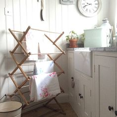 I used to have a drying rack like this...now I want one again.