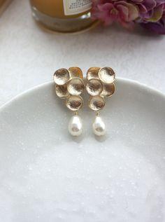 Lágrima de uva marfil oro perlas pendientes. Perlas por Marolsha