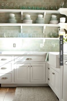 Fantastic - white shaker cabinets and farmhouse sink | CHECK OUT MORE KITCHEN CABINET IDEAS AT DECOPINS.COM | #kitchencabinets #kitchen #cabinet #kitchencabinet #kitchencabinets #kitchenstorage #pantry #pantries #storage #antiquecabinet #bluecabinet #purplecabinet #pinkcabinet #blackcabinet #whitecabinet #redcabinet #greencabinet #yellowcabinet