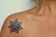 Resultado de imagen para tatuajes henna en el hombro