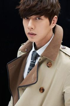 Park Hae Jin shows off business attire and a trench coat. Asian Celebrities, Asian Actors, Korean Actors, Celebs, Korean Star, Korean Men, Park Hye Jin, My Love From Another Star, Park Seo Joon
