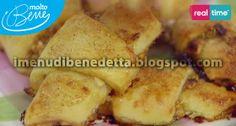 Rotolini Dolci Ingredienti: 60 g di burro 65 g di formaggio spalmabile 95 g di farina 160 g di marmellata di albicocche 80 g di frutta secca mista Procedimento Impastare il burro con il formaggio e la farina. Stendere l'impasto sottile tra due fogli di carta forno infarinata. Trasferire in frigorifero (o in freezer) per farla  indurire. Tritare la frutta secca. Farcire spalmando marmellata, distribuire la frutta secca. Tagliare il disco in otto spicchi. Infornare a 180 gradi per circa 20…