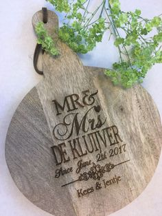 Ronde snijplank bruiloft Wood Burning, Wedding Gifts, Burlap, Presents, Reusable Tote Bags, Quotes, Diy, Wedding Day Gifts, Gifts
