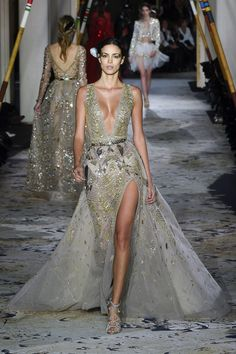 Zuhair Murad Spring 2018 Couture Fashion Show Collection: See the complete Zuhair Murad Spring 2018 Couture collection. Look 44 Style Haute Couture, Spring Couture, Look Fashion, Runway Fashion, Fashion Show, Beautiful Gowns, Beautiful Outfits, Couture Dresses, Fashion Dresses