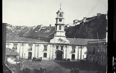 Valparaíso Chile 🇨🇱 Plaza Sotomayor c. San Francisco Ferry, Notre Dame, Armada, Strudel, Building, Plaza, Old Photography, Historical Photos, Old Pictures