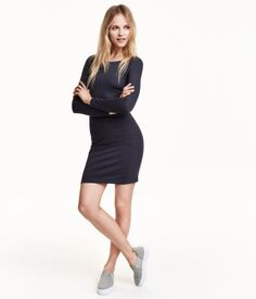 Short, fitted dress in thick jersey with a wider neckline and long sleeves.