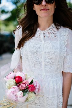 Rebecca Taylor white lace dress, pink peonies and roses #lwd #white #lace #summerdresses