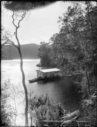 judging by the dress of the woman on the verandah, a very early picture. Windybank's establishment started at Cowan Creek in the 1880s