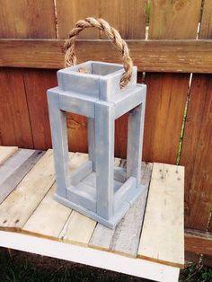 Rustic Reclaimed Wood Lantern Candle Holder. door SycamoreStVintage
