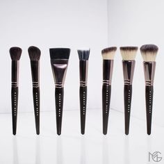 Look at those Makeup Geek Brushes.standing tall with heads held high and ready to apply makeup flawlessly! Do you love any of these MUG face brushes? by makeupgeekcosmetics Makeup Geek Cosmetics, Gerard Cosmetics, Becca Cosmetics, Cute Makeup, Beauty Makeup, Hair Makeup, Hair Beauty, Makeup Tools, Makeup Products