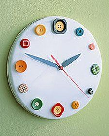 Creative DIY wall clock makes a great gift, and is also a fun way to add a functional and decorative item to your home. Take a look at these DIY wall clock ideas, which are a great addition for decorating your room. My Sewing Room, Sewing Rooms, Sewing Kit, Sewing Ideas, Button Art, Button Crafts, Sewing Crafts, Diy Crafts, Rustic Crafts