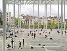 Workshop met studenten gebaseerd op de film 'Dogville' van Lars von Trier onder de luifel van het Theaterplein Antwerpen (ontwerp Secchi, Viganò & Jaspaert) © Tom Cortoos