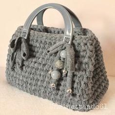 uncinettando61 Crochet Tote, Crochet Handbags, Crochet Purses, Crochet Crafts, Crochet Yarn, Diy Handbag, Stylish Handbags, Types Of Bag, Knitted Bags