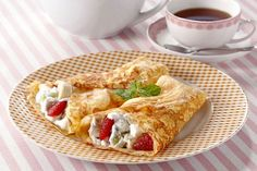 You don't have to sacrifice your love of tasty crepes for breakfast, lunch, or dessert with our gluten-free tapioca flour crepe recipe. Sugar Free Desserts, Dessert Recipes, Diabetic Desserts, Lunch Recipes, Keto Recipes, Crepes Sin Gluten, Tapioca Flour Recipes, Breakfast Crepes, Vegetarian Breakfast