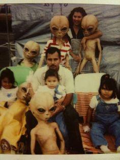 family alien mexicans UFO ET nod Aliens Meme, Les Aliens, Aliens And Ufos, Ancient Aliens, Bad Family Photos, Alien Aesthetic, Pseudo Science, Memes, Illegal Aliens