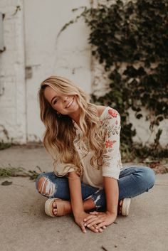 Lillie // 2019 Senior by Hayley Dolson Photography Practical experience - Any one scheming to Senior Girl Photography, Senior Portraits Girl, Senior Girl Poses, Girl Senior Pictures, Senior Girls, Senior Session, Senior Posing, Senior Photo Shoots, Girl Photos