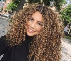 Highlights & dimension curly hair tips, wavy hair, curly hair routine, colored Dyed Curly Hair, Brown Curly Hair, Colored Curly Hair, Curly Hair Tips, Curly Hair Styles, Natural Hair Styles, Blonde Curly Hair Natural, Curly Wigs, Natural Curls