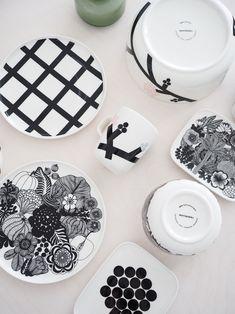Marimekko, Vintage Crockery, Black And White Design, Something Old, Scandinavian Home, Fashion Essentials, Kitchenware, Tableware, Dinnerware