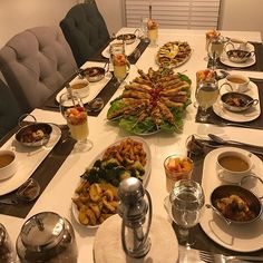 Inspirations - Ilham Home Decorations - - Iftar Recipes Pakistani, New Kitchen Doors, Iftar Party, Easy Vegan Lunch, Snap Food, Arabian Food, Food Platters, Cafe Food, Decoration Table