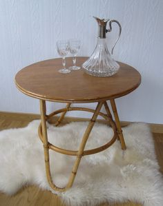 Une table tripode