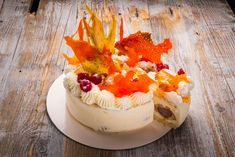 This cake is on fire! Migdale, vanilie, ciocolata si lychee cu un decor spectacular Oreo, Camembert Cheese, Fondant, Panna Cotta, Sweets, Eat, Ethnic Recipes, Food, Decor
