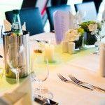 dezente aber edle grüne Tischdekoration