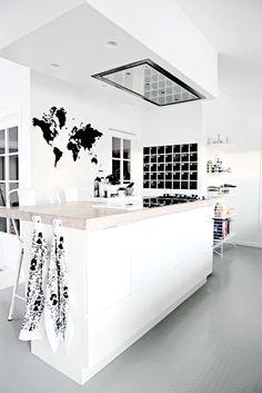 Interior Inspiration: World Map Decor – with love from Guyana Interior Exterior, Kitchen Interior, Interior Architecture, Küchen Design, House Design, All White Kitchen, Kitchen Modern, Minimalist Kitchen, Open Kitchen