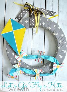 lets go fly a kite wreath tutorial at tatertots and jello---plus lots of other wreaths, too Wreath Crafts, Diy Wreath, Diy Crafts, Wreath Making, Paper Flower Tutorial, Wreath Tutorial, Ideas Prácticas, Craft Ideas, Go Fly A Kite