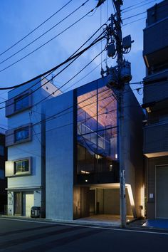 Image 1 of 17 from gallery of PEAK House / APOLLO Architects & Associates. Photograph by Masao Nishikawa Architecture Office, Amazing Architecture, Exterior Design, Interior And Exterior, Tokyo Apartment, Sips Panels, House Of The Rising Sun, Building Contractors, Contemporary Building