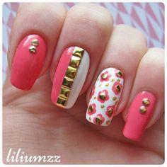 """A mani inspired by @ayabananna ❤❤ Check out my instagram @liliumzz   The coral polish is #SallyHansen xtreme wear in the color #CoralReef. Studs from  #lightinthebox"" #recreation #nail #nails #nailart #naildesign#nailpolish #nailstagram #manicure #mani #neglelakk #manikyr #instanails #nagellack #nailspiration #nagellack  #notd #nailsoftheday #liliumzz #cutenails #cutemani #nails2inspire  #dottingtool #dotticure #dotts #SallyHansen #studs #goldstuds #flowers #floralmanicure"