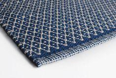 Aspegren-Laeufer-70x200-Teppich-blau-Rauten-weiss-skandinavisch-Baumwolle-Diele