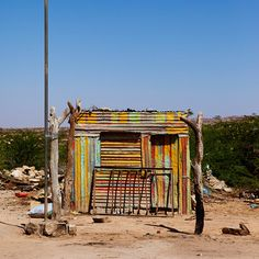 A nicely painted shack in a village on the way to Berbera from Hargeisa. Beautiful Places To Visit, Oh The Places You'll Go, Vegas, Desert Places, Derelict Buildings, House Quilts, Slums, Countries Of The World, Tanzania