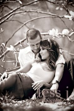 Love this pose for when Andrew and I do engagement pics, won't be for a while but we will :) lol Shooting Photo Couple, Couple Posing, Couple Portraits, Couple Shoot, Couple Photo Poses, Photography Poses, Couple Photography, Engagement Photography, Wedding Photography