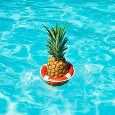 summer | Heat Wave Pineapple on @Behance - by Paloma Rincon