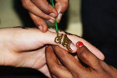 Learn Mehendi art with us!   Padhaaro