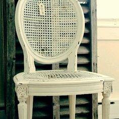 Arte em Palha (Empalhamentos, Itu/SP)  11 97040-6441 / 11 4025-2175  #cadeira #cadeiradepalhinha #palhinha #silla #rejilla #chair #chaircaning #charm #white #wood #vintage #cottage #country #style #shabbychic #restored #restore #tarde #tardeboa #boatardeee #boatardee #goodafternoon #bonjour #follow4follow #interiors #instadecor