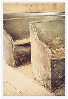 get old Church pews for seating at camp Old Churches, Banquette, Antique Furniture, Distressed Furniture, Furniture Ideas, Country Primitive, Wabi Sabi, Shabby Chic, Old Things