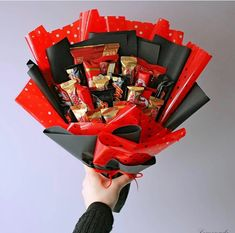 Chocolate Bouquet Diy, Chocolate Box, Diy Bouquet, Candy Bouquet, Creative Box, Creative Crafts, Cute Birthday Gift, Food Goals, Candy Boxes