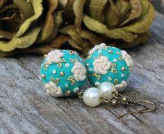 Vintage look lightweight rose earrings in by NettesRoseGarden