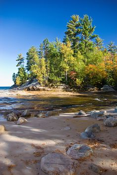 Mosquito Beach, Lake Superior, Pictured Rocks National Lakeshore, Upper Peninsula, Michigan State Of Michigan, Northern Michigan, Places To Travel, Places To See, Pictured Rocks National Lakeshore, Picture Rocks, Lake Huron, Upper Peninsula, Lake Superior