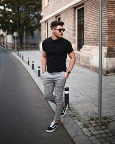 21 Really cool streetstyle looks! - Mr Streetwear Magazine- 21 Really cool streetstyle looks! – Mr Streetwear Magazine 21 Really cool streetstyle looks! Outfit Hombre Casual, Casual Outfits, Black Outfits, Mens Dress Outfits, Casual Ootd, Streetwear Magazine, Mode Man, Herren Outfit, Mode Masculine