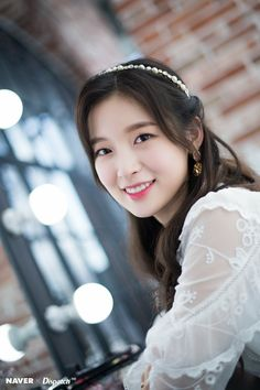 Oh My Girl's Arin 'Dispatch Maknae Christmas' photoshoot by Naver x Dispatch. Kpop Girl Groups, Korean Girl Groups, Kpop Girls, Asian Woman, Asian Girl, Arin Oh My Girl, Trendy Girl, Girl Wallpaper, Korean Beauty