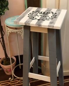 Furniture Makeover, Furniture Decor, Painted Furniture, Decoupage, Paisley Art, Wood Signs, Wood Projects, Thrifting, Stool