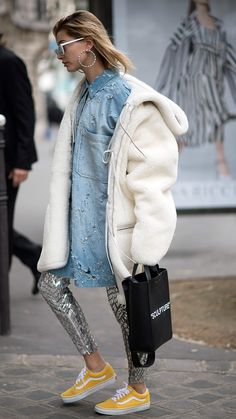 Best Street Style Crush Ideas From Hailey Baldwin Street Style Vans, Best Street Style, Cool Street Fashion, Street Chic, Haley Baldwin Style, Estilo Hailey Baldwin, Mode Chic, Mode Style, Blue Denim Shirt