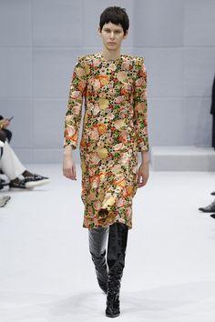 Balenciaga Fall 2016 Ready-to-Wear Fashion Show - Niki Geux