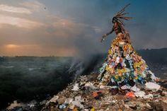 « The Prophecy » est une très belle initiative prise par le photographe Fabrice Monteiro en collaboration avec le styliste et costumier sénégalais Doulsy (Jah Gal) et l'organisation Ecofund.  Ce projet est axé sur la dévastation de l'environement au Senegal. Cette série d'images surréalistes est réalisée à partir de personnages vêtus d'ordures trouvées sur les lieux photographiés. Ces clichés dénoncent les ravages de notre société et de l'occident sur les pays africains.