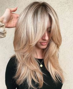 Lange perücken spitze-haar-frontalen lange synthetische perücken mit pony dianawigs. Layered Haircuts With Bangs, Hairstyles With Bangs, Layered Hairstyles, Center Part Hairstyles, Haircut Layers, Lob Haircut, Haircut For Thick Hair, Long Hair Cuts, Thin Hair