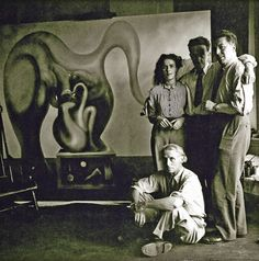 Max Ernst, Leonora Carrington, Marcel Duchamp and André Breton, frente a un…
